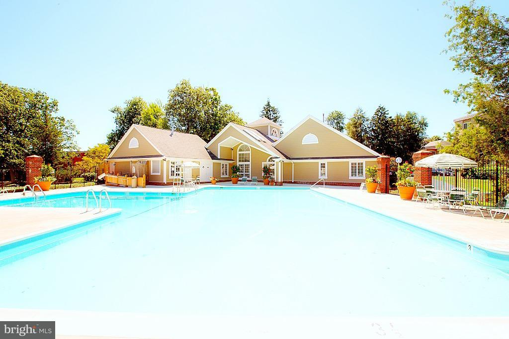 Additional photo for property listing at 8130 Prescott Dr  Vienna, Virginia 22180 United States