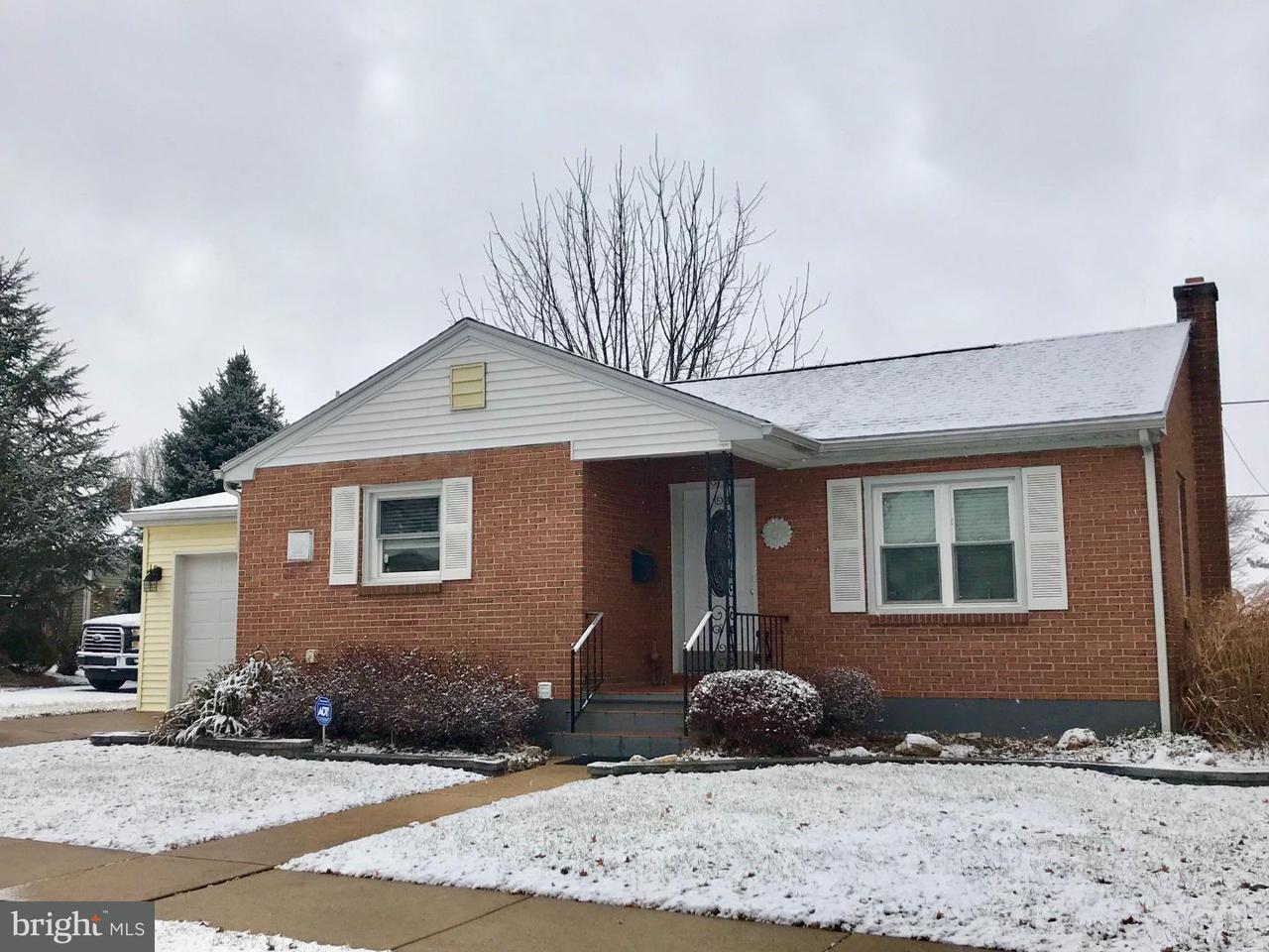 Частный односемейный дом для того Продажа на 807 CENTER Road Womelsdorf, Пенсильвания 19567 Соединенные Штаты