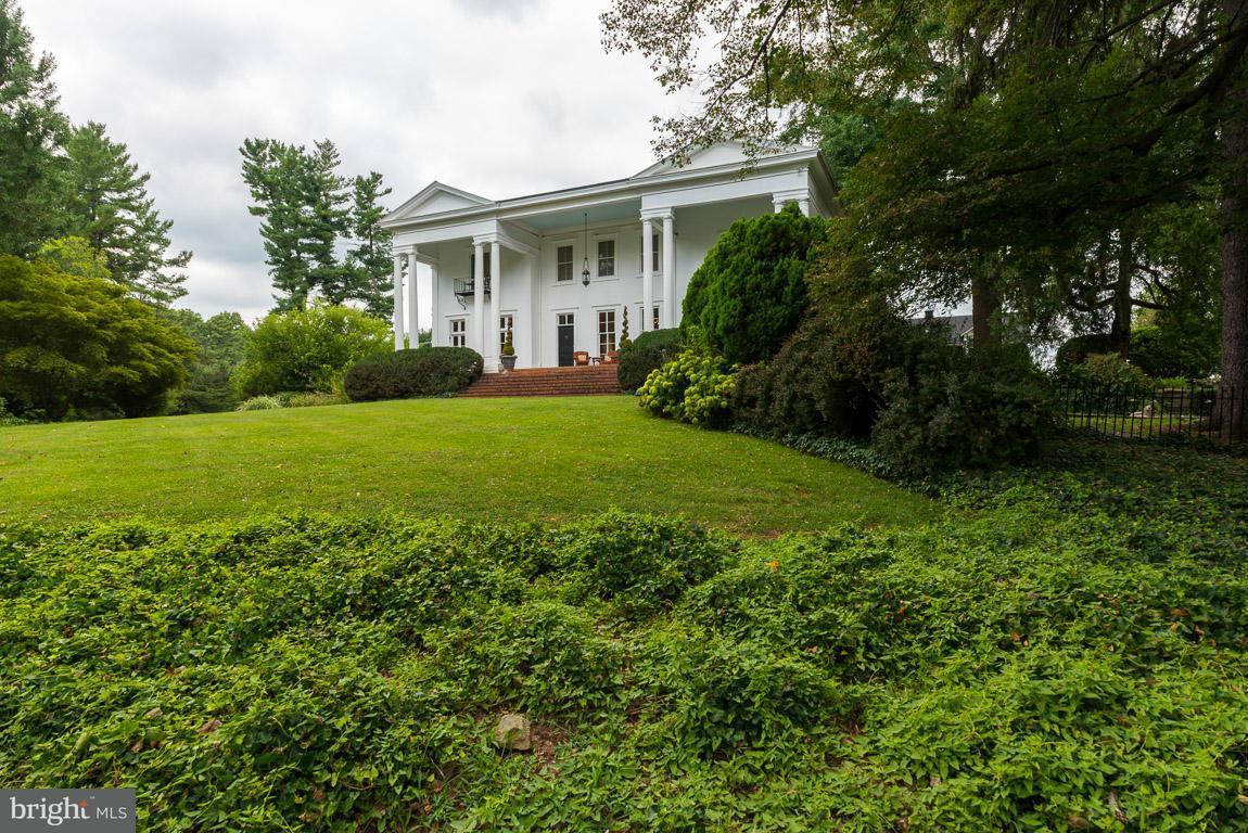 Villa per Vendita alle ore 402 Culpeper Street 402 Culpeper Street Warrenton, Virginia 20186 Stati Uniti