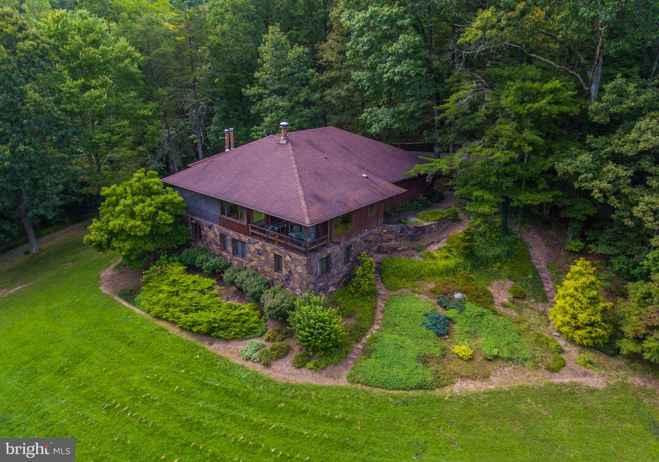 Single Family Home for Sale at 1099 Woodmont Road 1099 Woodmont Road Great Cacapon, West Virginia 25422 United States