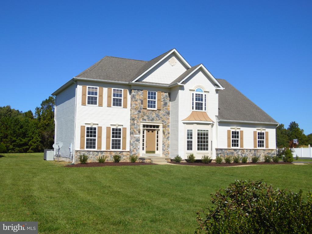 独户住宅 为 销售 在 46210 N Greens Rest Drive 46210 N Greens Rest Drive Great Mills, 马里兰州 20634 美国