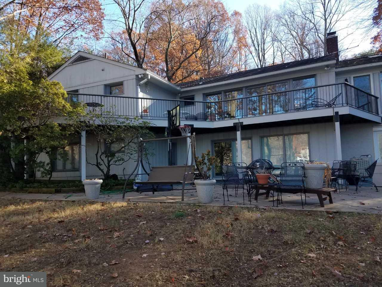 Single Family Home for Sale at 6412 Lakeview Drive 6412 Lakeview Drive Falls Church, Virginia 22041 United States