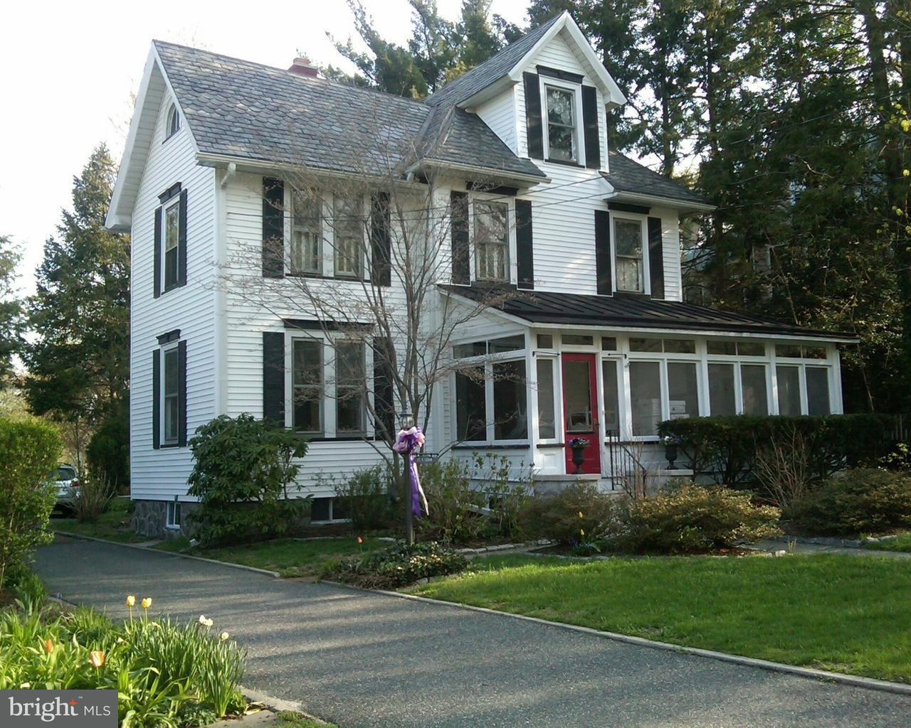 Maison unifamiliale pour l Vente à 15 E CEDAR Avenue Merchantville, New Jersey 08109 États-Unis