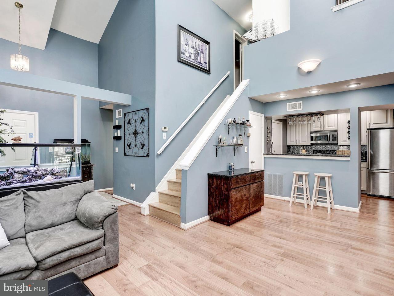Appartement en copropriété pour l Vente à 3377 Lakeside View Dr #19-2 3377 Lakeside View Dr #19-2 Falls Church, Virginia 22041 États-Unis