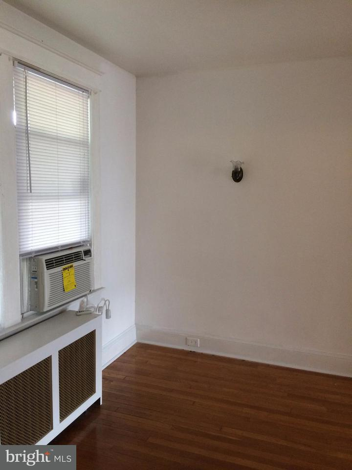 Additional photo for property listing at 426 Hamilton St NW  Washington, District Of Columbia 20011 United States