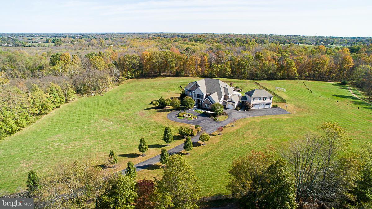 独户住宅 为 销售 在 15681 Hunton Lane 15681 Hunton Lane Haymarket, 弗吉尼亚州 20169 美国