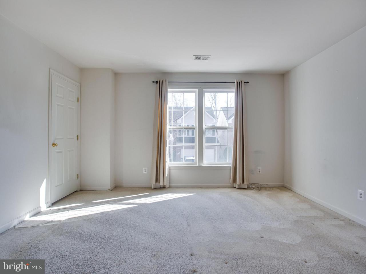 Additional photo for property listing at 8008 George Fox Place 8008 George Fox Place Lorton, 버지니아 22079 미국