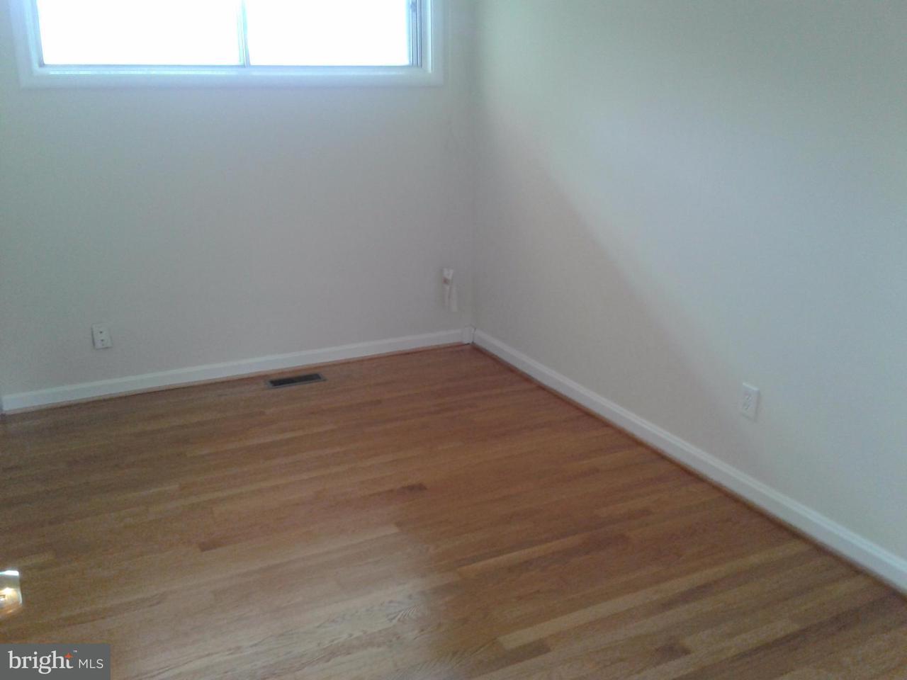 Additional photo for property listing at 10100 Farmington Drive 10100 Farmington Drive Fairfax, Virginia 22030 Verenigde Staten