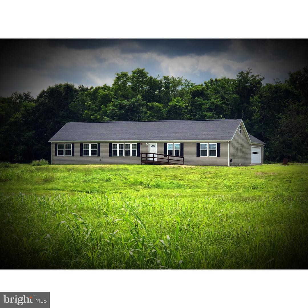 Single Family for Sale at 331 Box Factory Rd Summit Point, West Virginia 25446 United States
