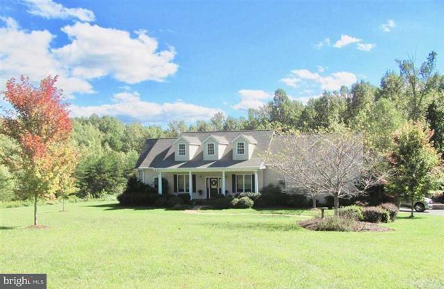 Maison unifamiliale pour l Vente à 2715 E Jack Jouett Road 2715 E Jack Jouett Road Louisa, Virginia 23093 États-Unis