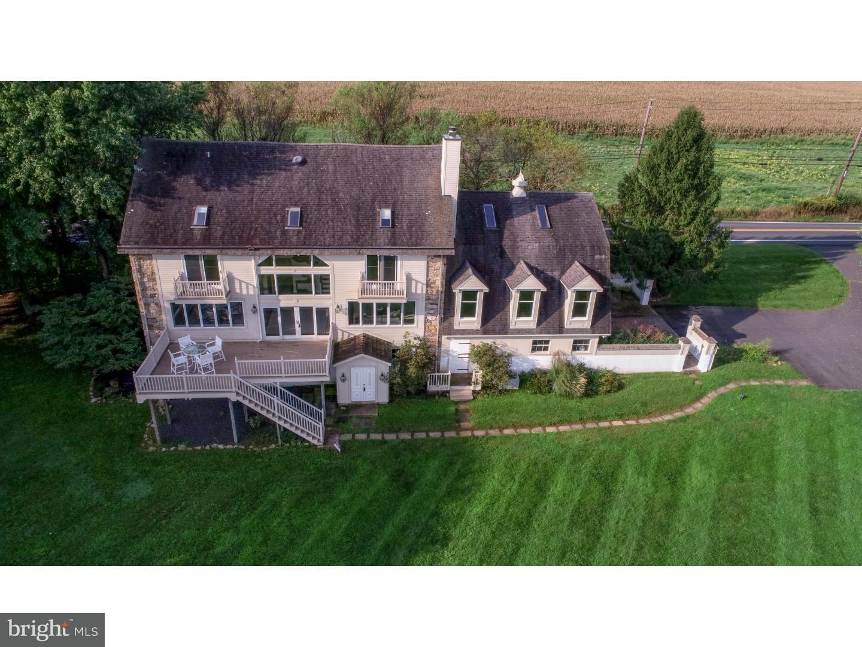 Частный односемейный дом для того Продажа на 6279 ROUTE 412 Riegelsville, Пенсильвания 18077 Соединенные Штаты