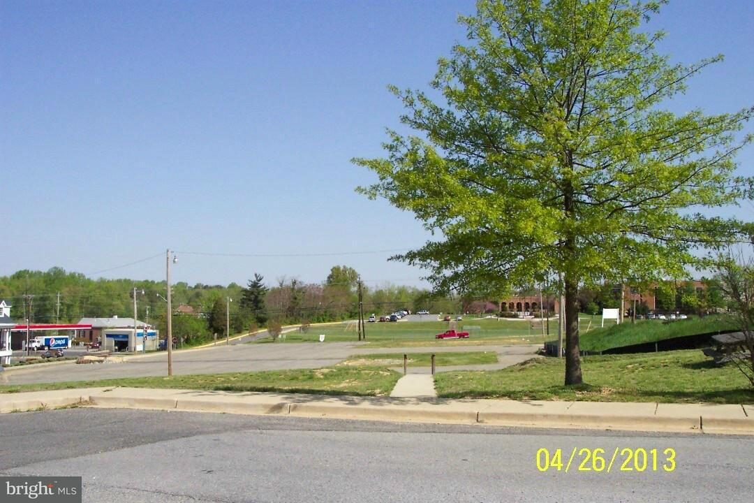 Additional photo for property listing at 104 Charles St  La Plata, Maryland 20646 United States