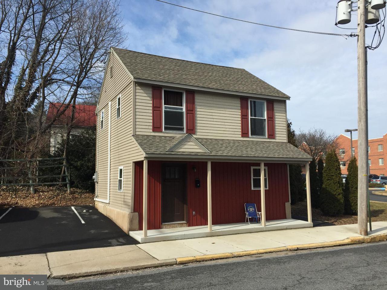 Casa Unifamiliar por un Alquiler en 7 N WALNUT Street Boyertown, Pennsylvania 19512 Estados Unidos
