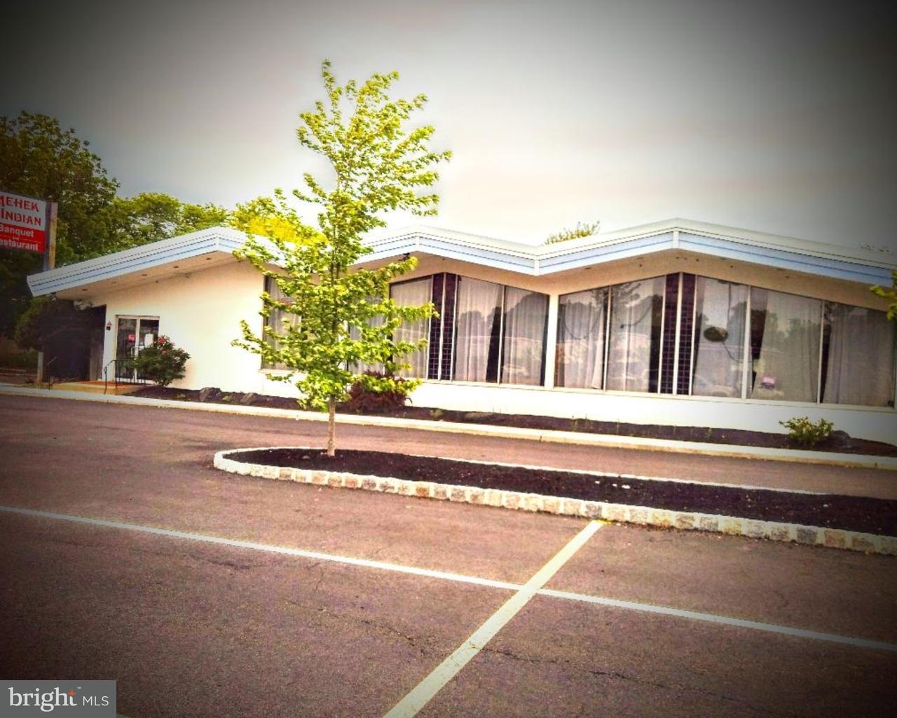 2495 BRUNSWICK PIKE  Lawrence Township, New Jersey 08648 États-Unis