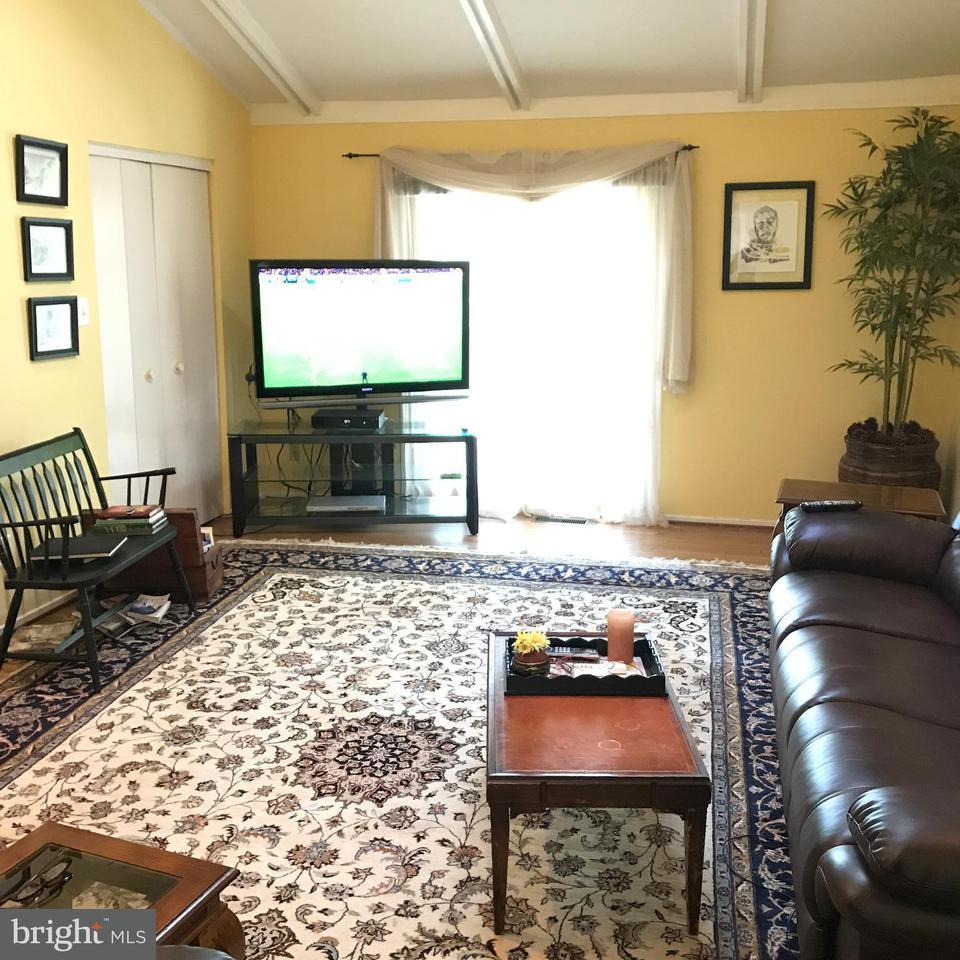 Additional photo for property listing at 11258 Oakton Road 11258 Oakton Road Oakton, Βιρτζινια 22124 Ηνωμενεσ Πολιτειεσ