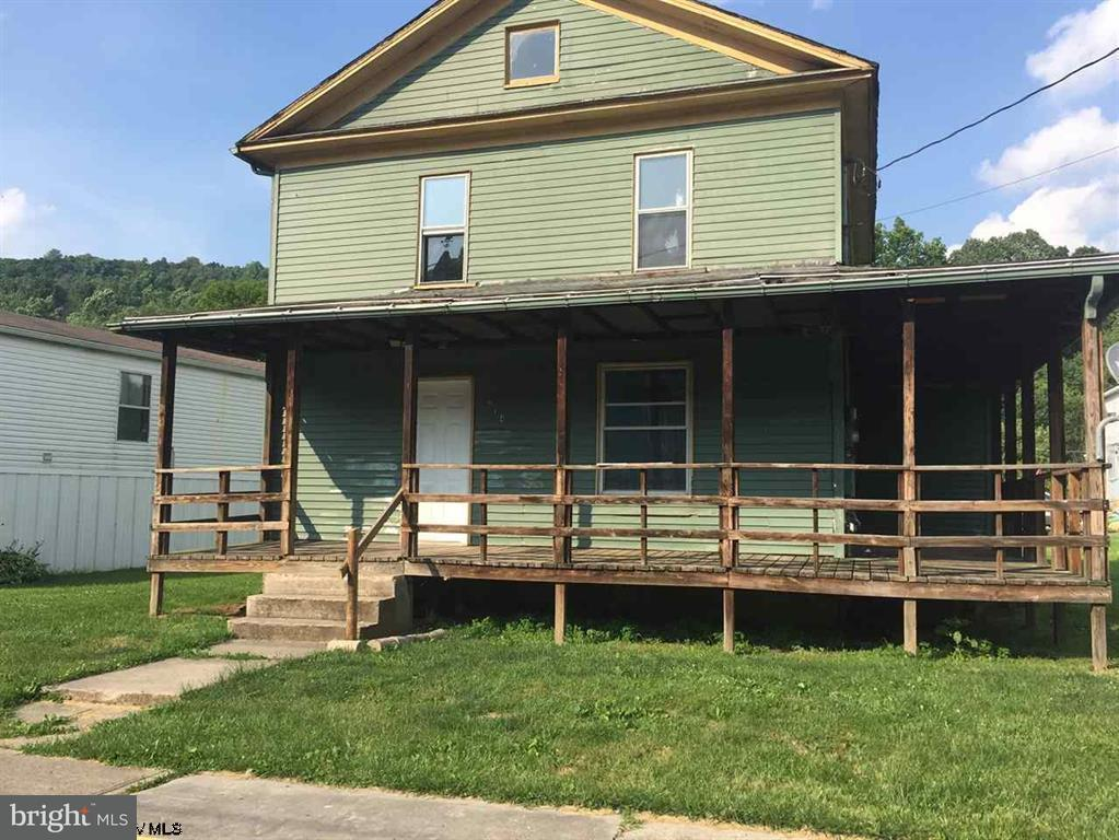 Single Family for Sale at 214 Wall St Albright, West Virginia 26519 United States