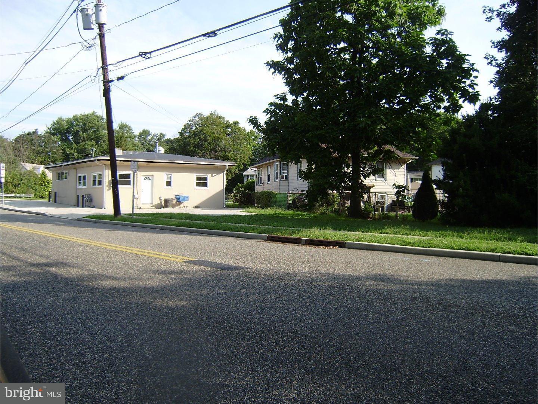 Duplex pour l Vente à 447 StreetATE Street Cherry Hill, New Jersey 08002 États-Unis