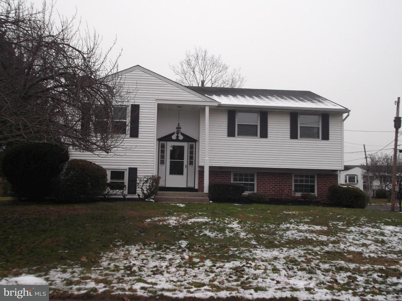 Частный односемейный дом для того Аренда на 237 HILLCREST Drive Doylestown, Пенсильвания 18901 Соединенные Штаты