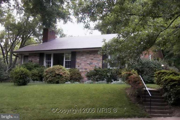 Other Residential for Rent at 9900 Wildwood Rd Kensington, Maryland 20895 United States