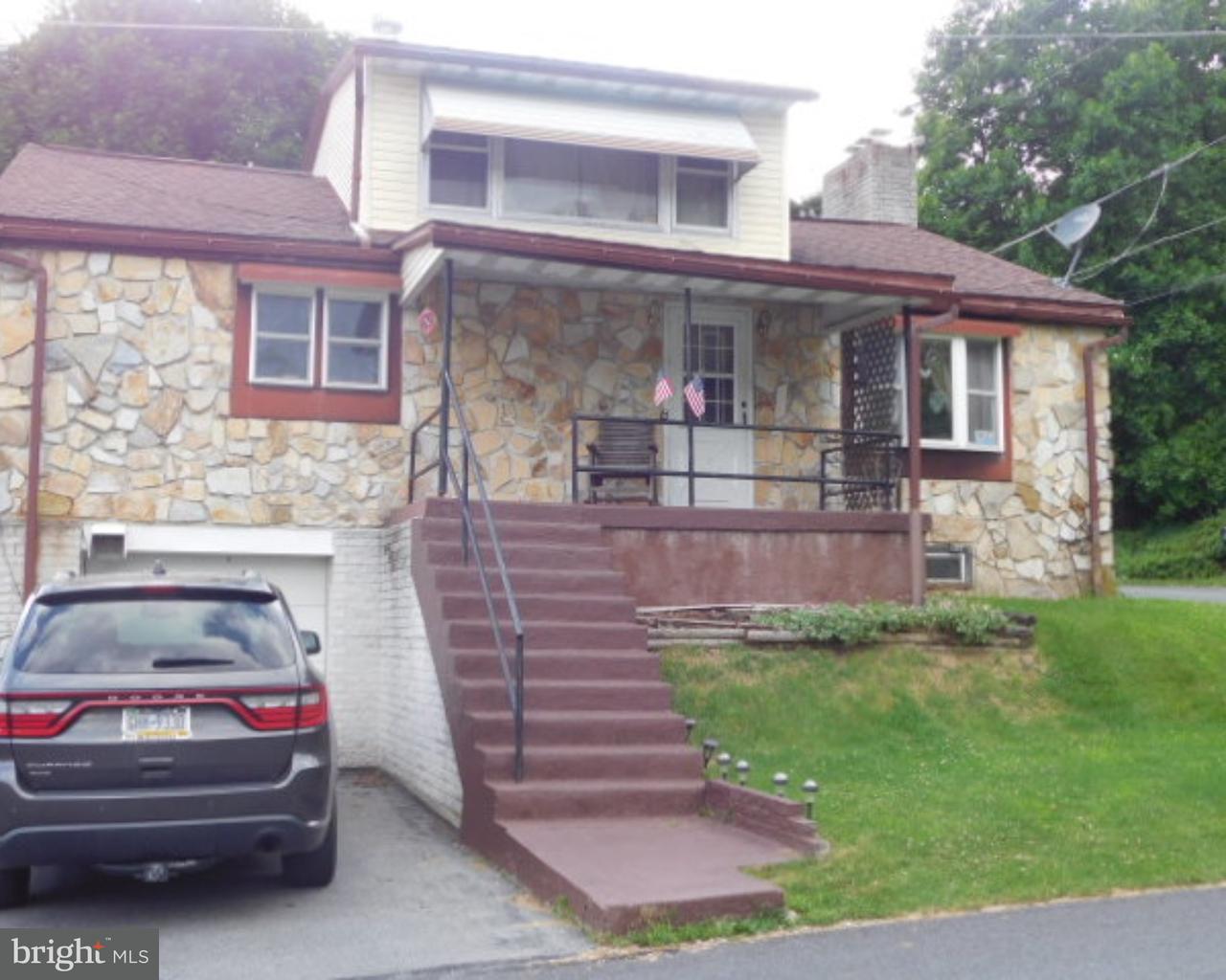 Частный односемейный дом для того Продажа на 2 SPRING Avenue Temple, Пенсильвания 19560 Соединенные Штаты