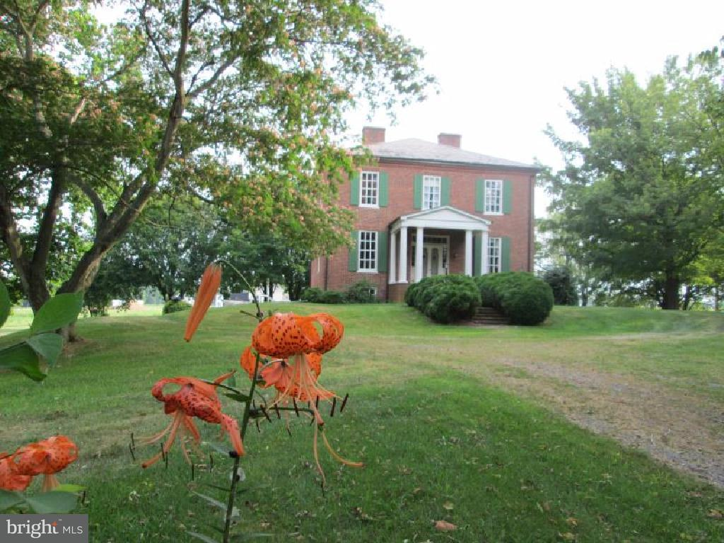 Granja por un Venta en 1558 Grade Road 1558 Grade Road Falling Waters, West Virginia 25419 Estados Unidos