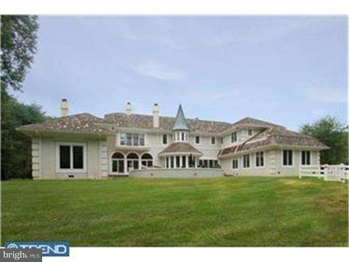 独户住宅 为 销售 在 875 COX Road Moorestown, 新泽西州 08057 美国