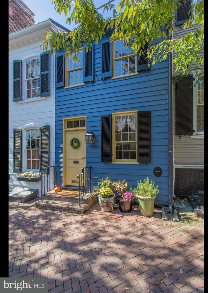 Townhouse for Sale at 317 Lee Street 317 Lee Street Alexandria, Virginia 22314 United States