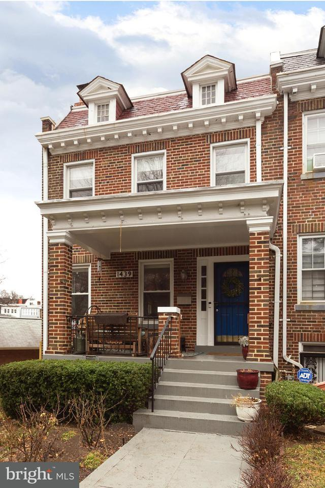 Maison accolée pour l Vente à 1439 Taylor St Nw 1439 Taylor St Nw Washington, District De Columbia 20011 États-Unis
