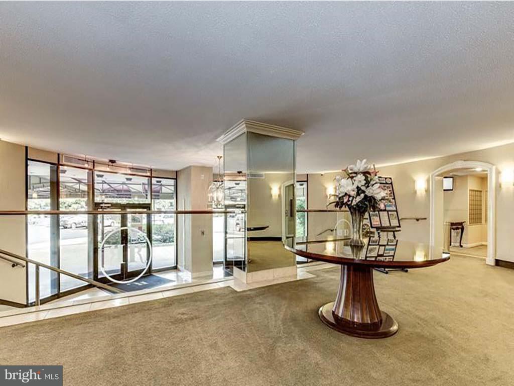 Condominium for Sale at 8360 Greensboro Dr #908 McLean, Virginia 22102 United States
