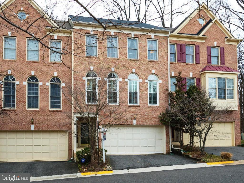 Townhouse for Sale at 5418 Chieftain Circle 5418 Chieftain Circle Alexandria, Virginia 22312 United States