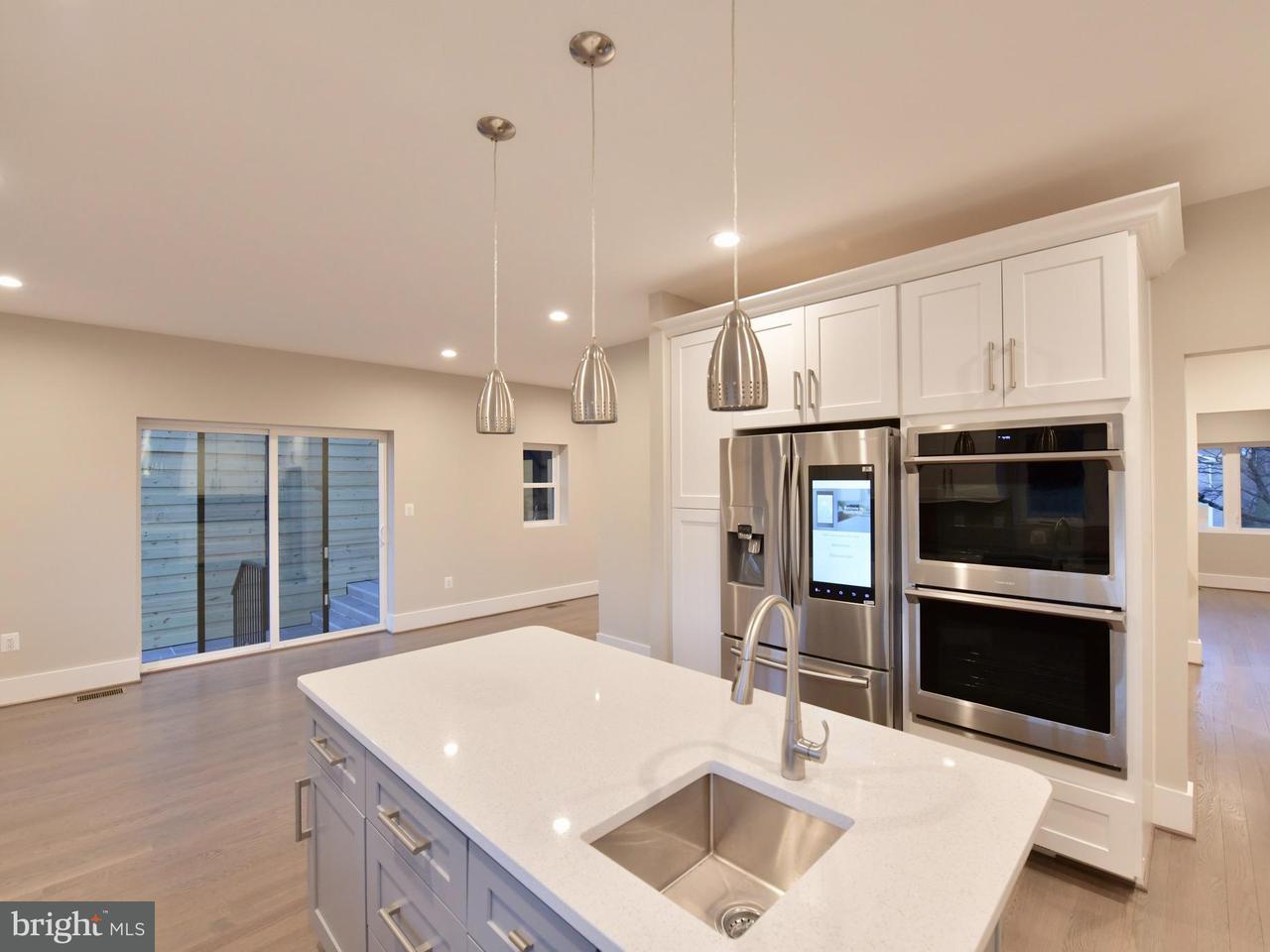 Additional photo for property listing at 213 W Greenway Blvd 213 W Greenway Blvd Falls Church, Virginia 22046 Estados Unidos