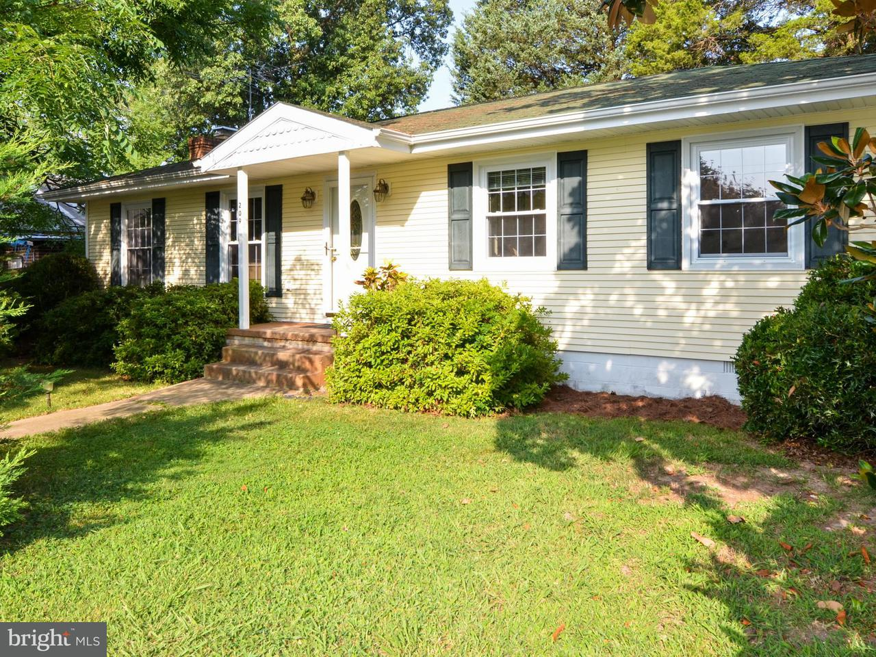 Photo of home for sale at 209 Rosier Lane, Colonial Beach VA