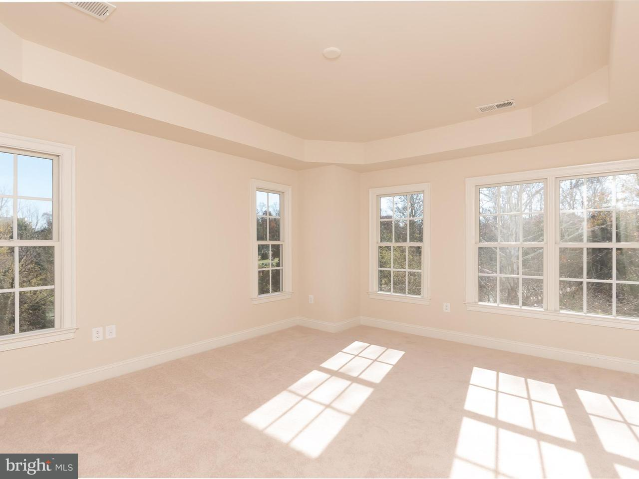 Additional photo for property listing at 10663 Yorktown Court 10663 Yorktown Court Fairfax, Virginia 22030 Estados Unidos