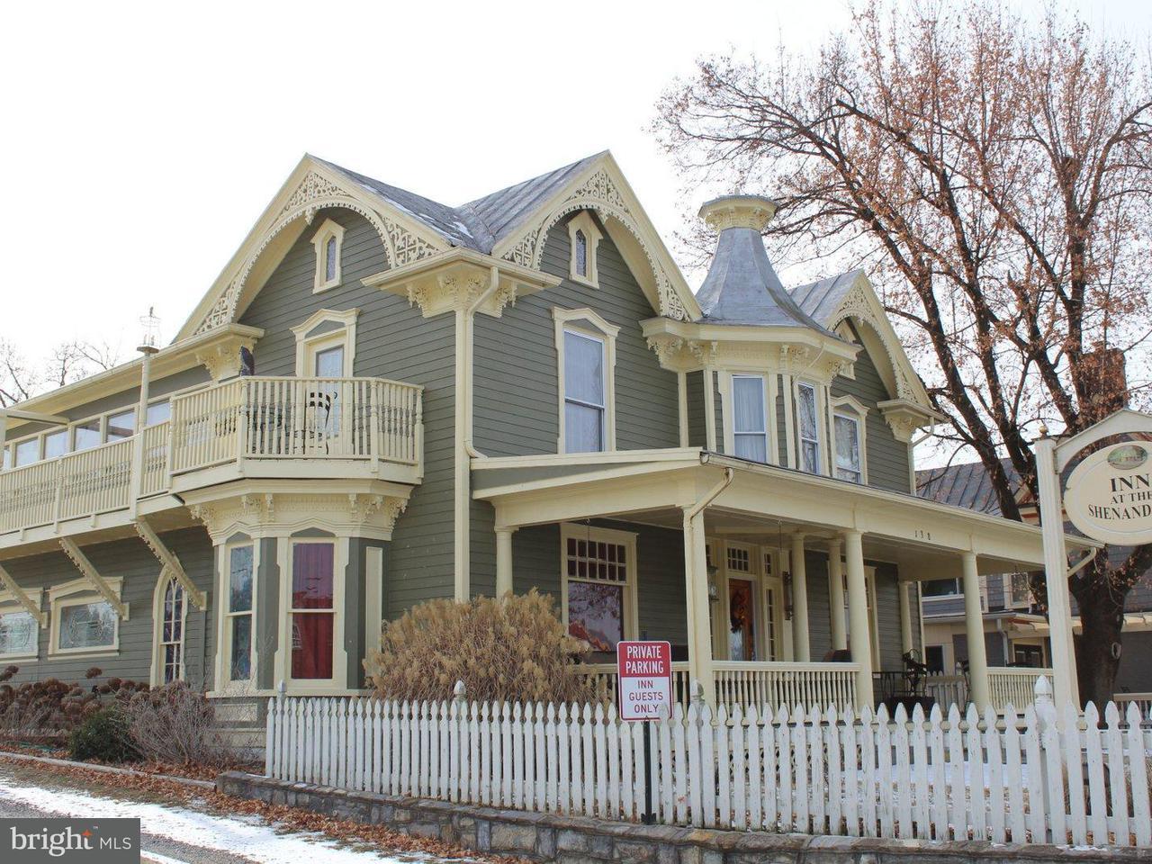 단독 가정 주택 용 매매 에 138 Main Street 138 Main Street Luray, 버지니아 22835 미국