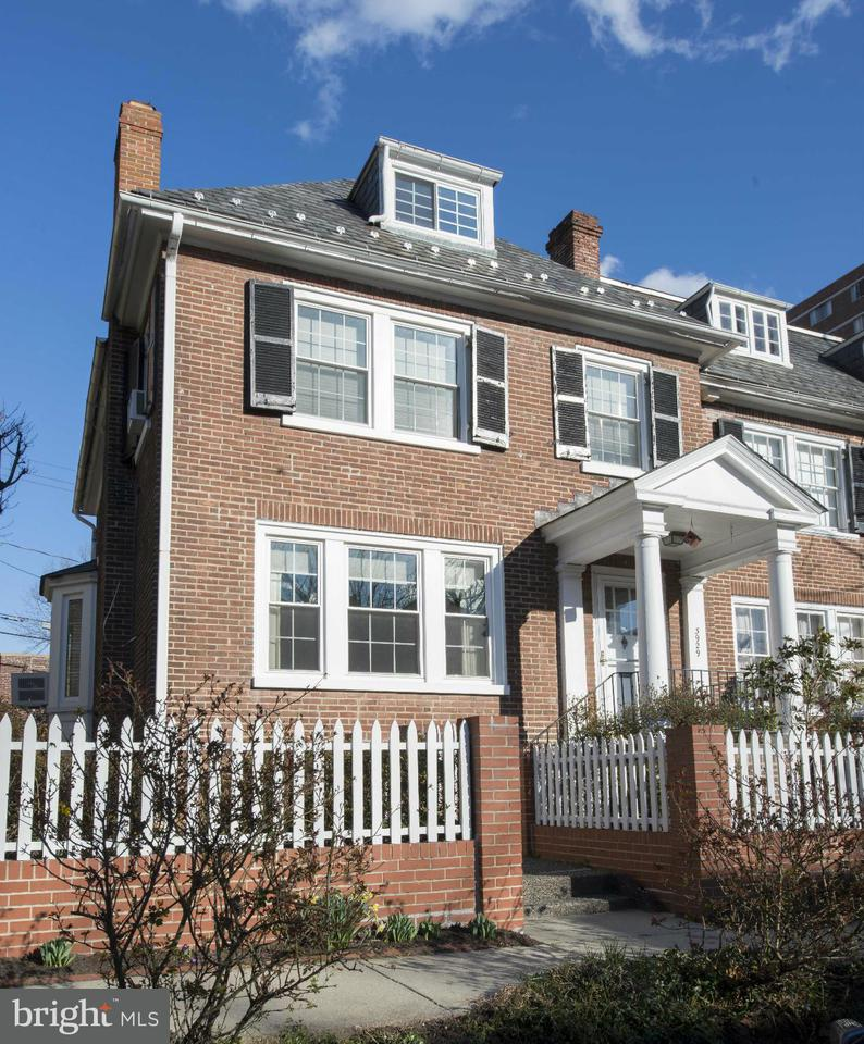 Single Family for Sale at 3929 Cloverhill Rd Baltimore, Maryland 21218 United States