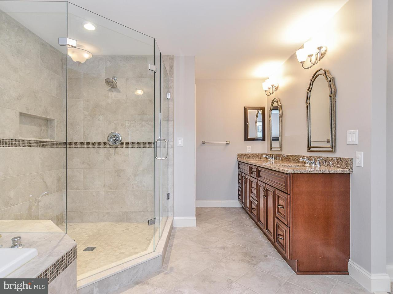Additional photo for property listing at 13951 Valley Country Drive 13951 Valley Country Drive Chantilly, Virginia 20151 Verenigde Staten
