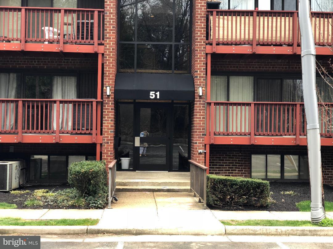 Single Family for Sale at 51 Skyhill Rd #101 Alexandria, Virginia 22314 United States