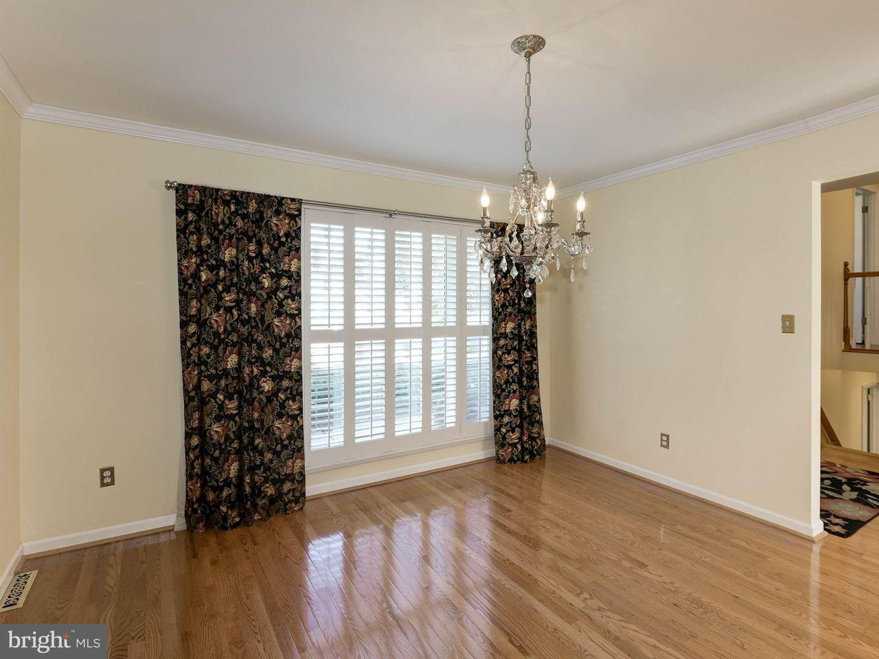 Additional photo for property listing at 10917 Woodhaven Drive 10917 Woodhaven Drive Fairfax, Виргиния 22030 Соединенные Штаты