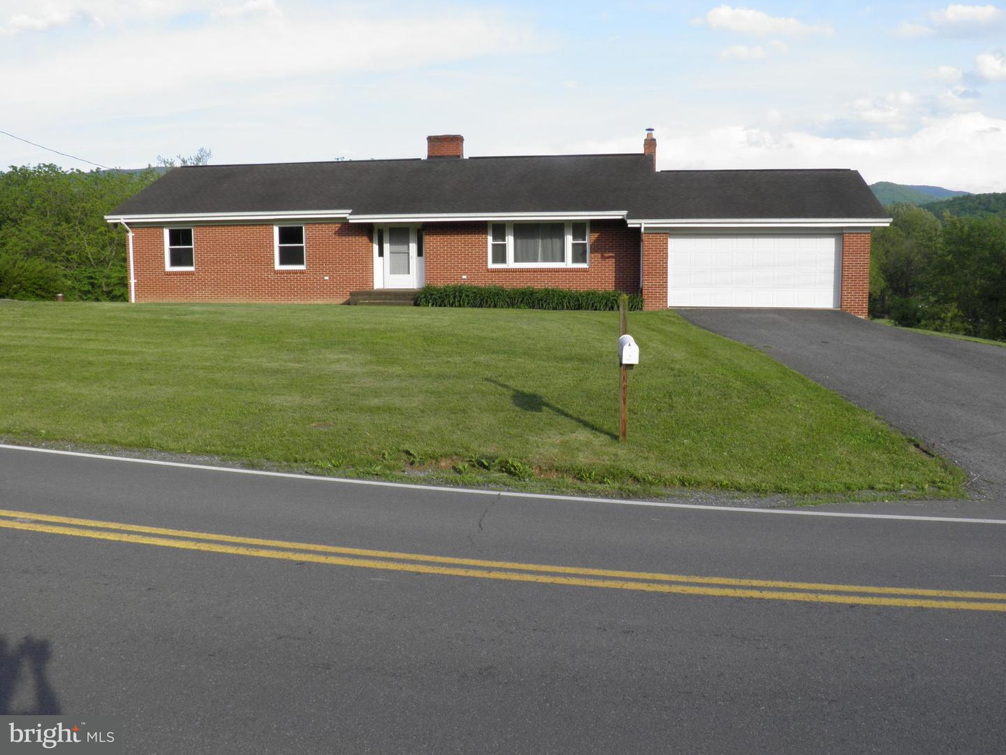 Single Family for Sale at 476 Sweedlin Valley Rd Brandywine, West Virginia 26802 United States