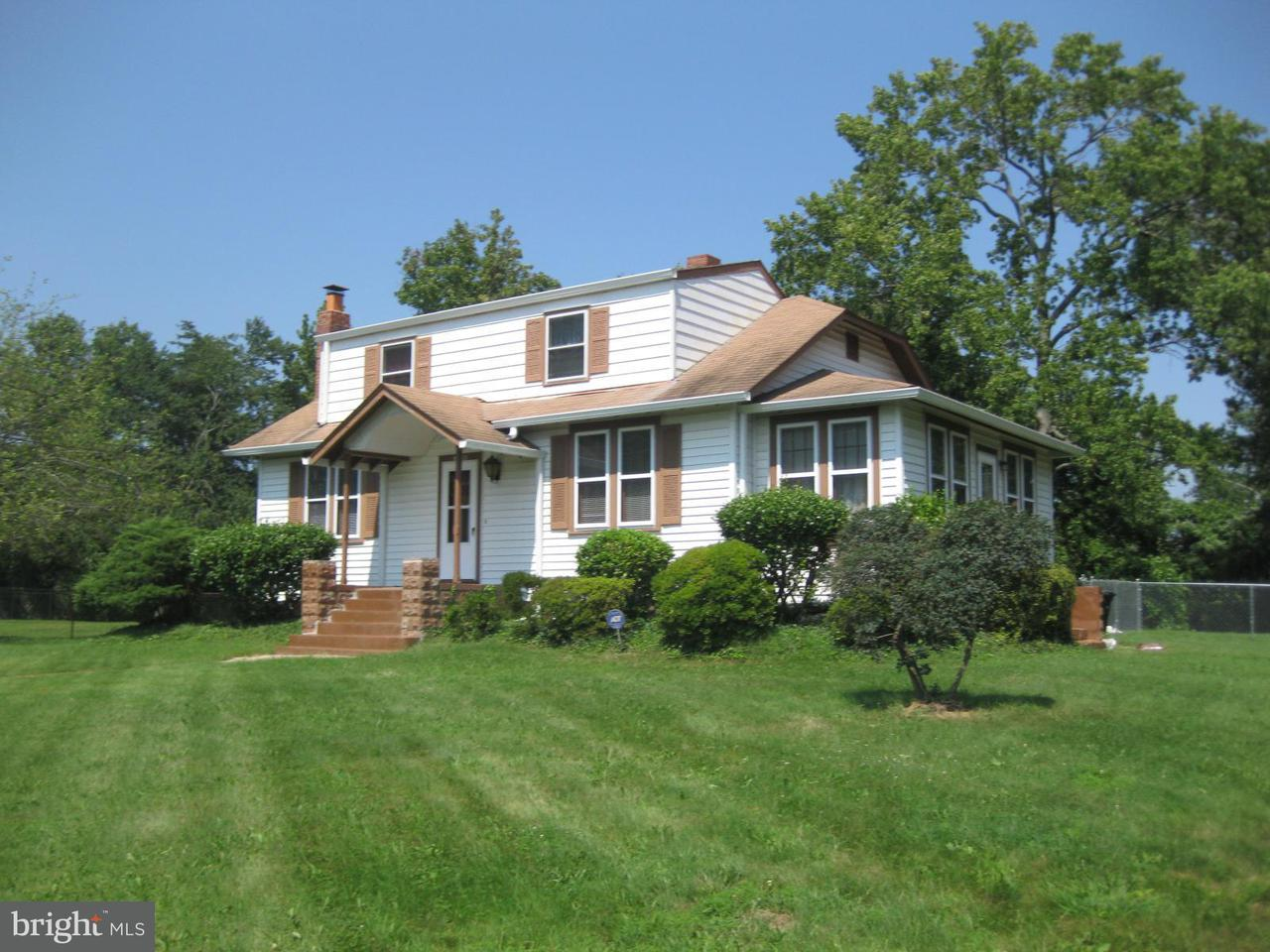 Photo of home for sale at 5052 Fielding Lane, Temple Hills MD