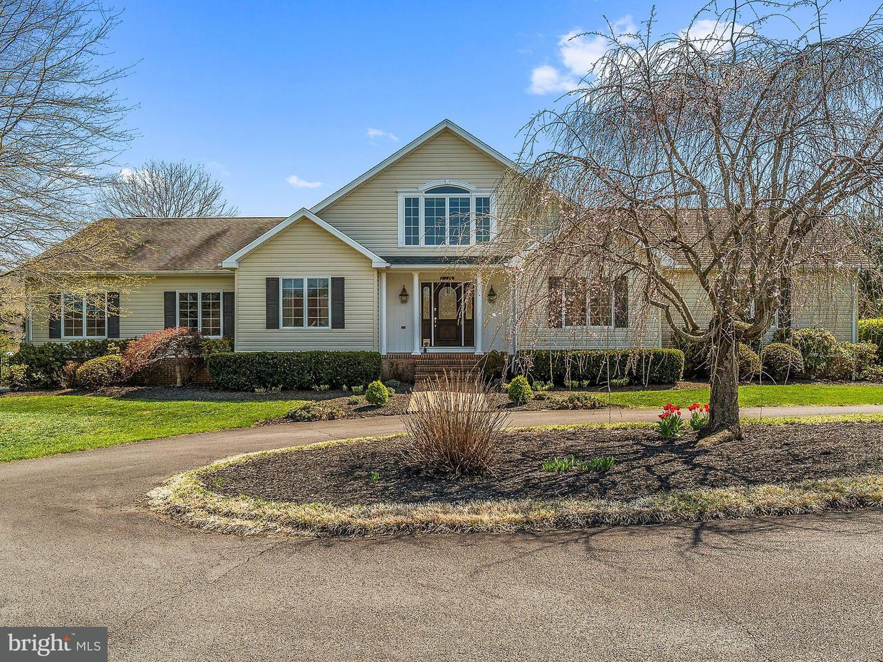 独户住宅 为 销售 在 64 Rolling Green Lane 64 Rolling Green Lane Brightwood, 弗吉尼亚州 22715 美国