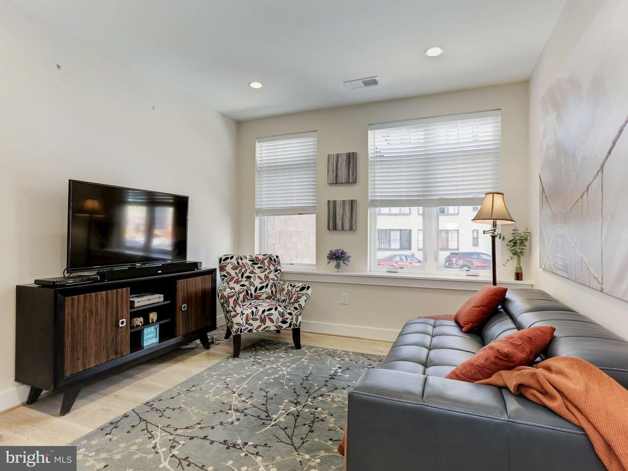 Additional photo for property listing at 3035 15th St Nw #104 3035 15th St Nw #104 Washington, District Of Columbia 20009 Verenigde Staten