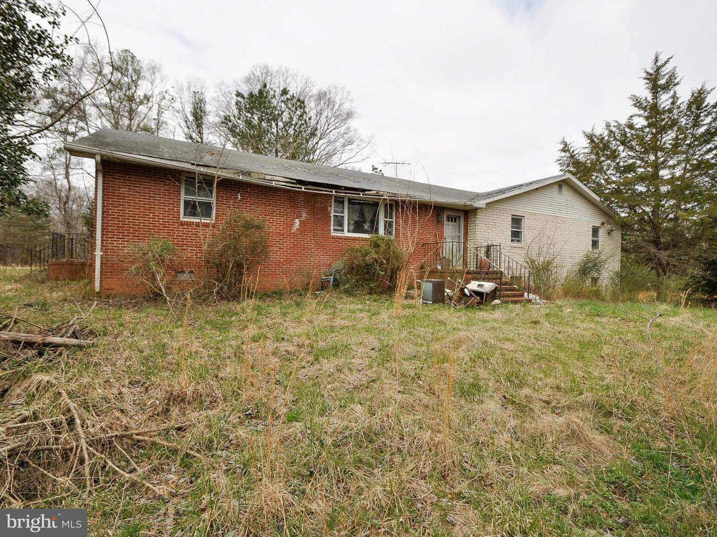 Single Family for Sale at 16205 Chiswell Ln Beaverdam, Virginia 23015 United States