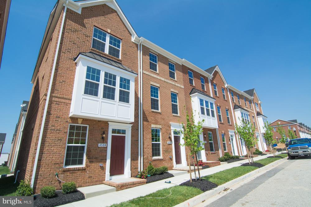 Single Family for Sale at 1000 S Macon St Baltimore, Maryland 21224 United States