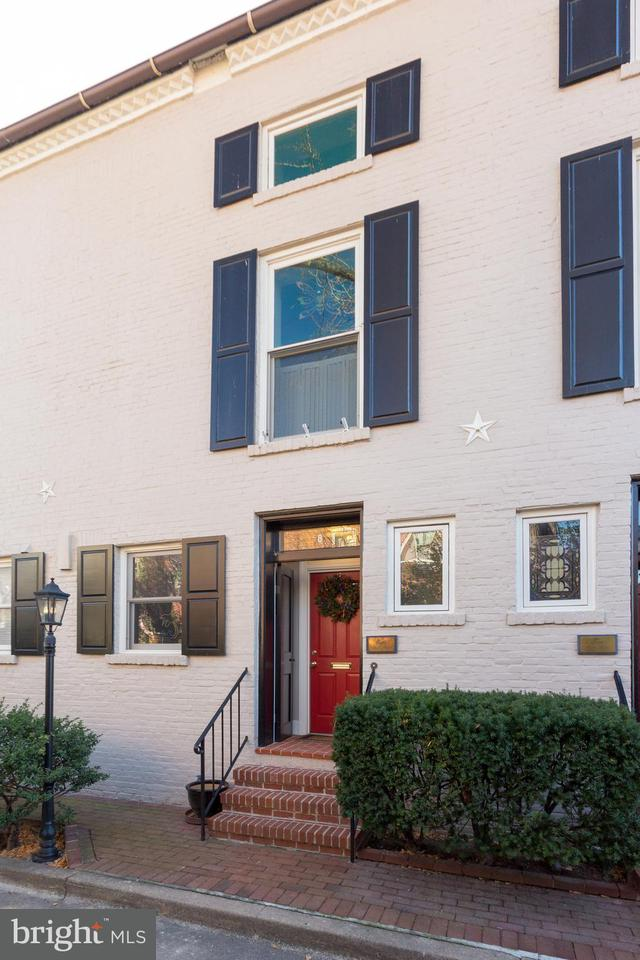 Townhouse for Sale at 8 Muirs Court 8 Muirs Court Alexandria, Virginia 22314 United States