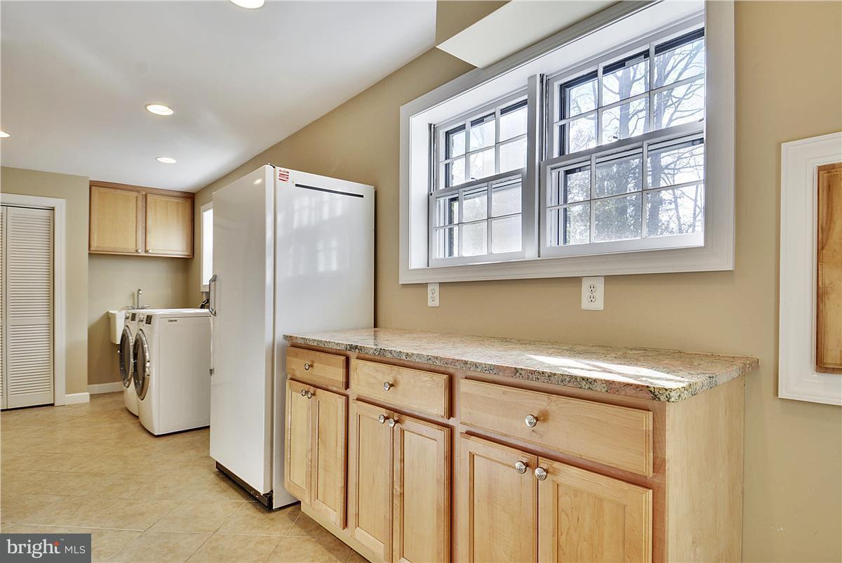 Additional photo for property listing at 2433 Hunter Mill Road 2433 Hunter Mill Road Vienna, Virginia 22181 Estados Unidos