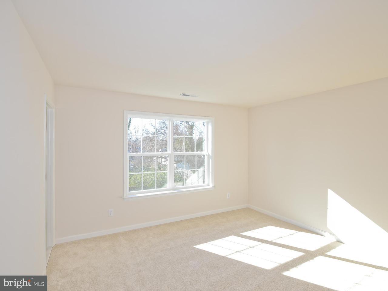 Additional photo for property listing at 9042 Sudley Rd #16a 9042 Sudley Rd #16a Manassas, Виргиния 20110 Соединенные Штаты