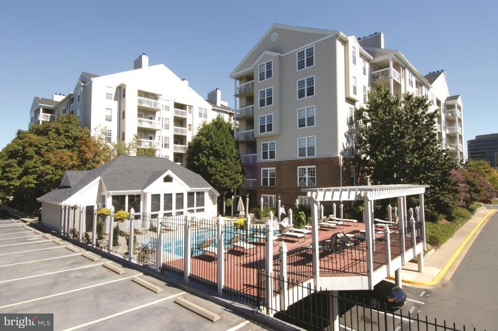 Additional photo for property listing at 1804 N. Quinn St #002/2  Rosslyn, Virginia 22209 United States