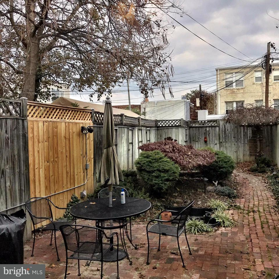 Additional photo for property listing at 641 11th St Ne 641 11th St Ne Washington, District Of Columbia 20002 Vereinigte Staaten