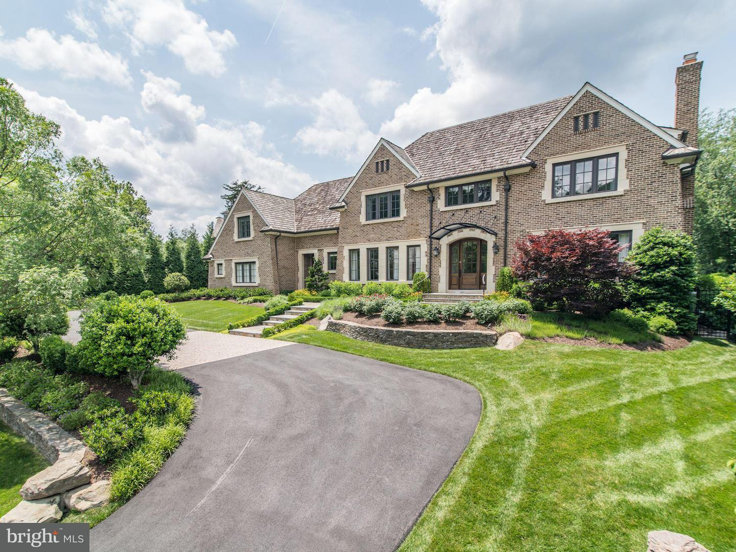 Single Family for Sale at 8112 Spring Hill Farm Dr McLean, Virginia 22102 United States